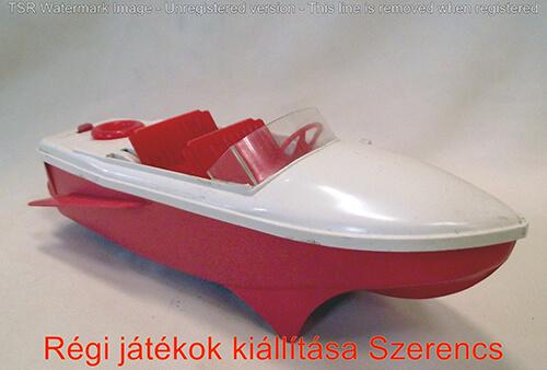 Régi szovjet motorcsónak