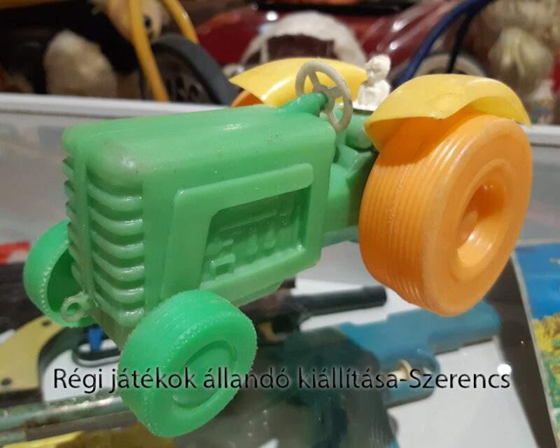 trafikárú traktor