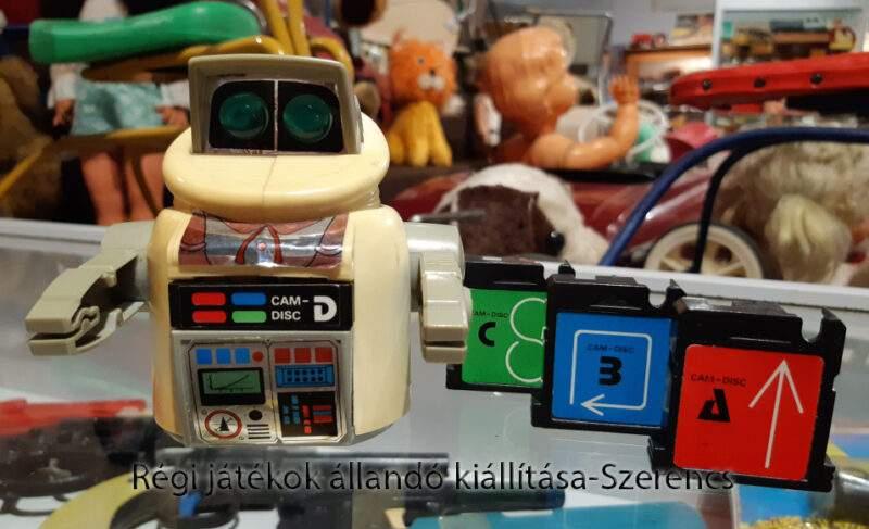 programkártyás robot